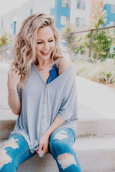8bd2185d1b37 Casual Fall outfit and gift ideas for the beauty lover!  momstyle   momfashion
