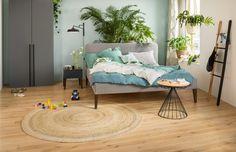 Micasa Schlafzimmer mit Bett GIROD, hellgrau und Beistelltisch NENDEL Furniture, Home Decor, Bedroom, Living Room, Interior, Bed, Ad Home, Table, Decoration Home