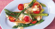 Gleich zusammen zubereitet oder getrennt gegart und auf dem Teller vereint - mit Fisch und Fleisch schmeckt Spargel oft nochmal so gut.