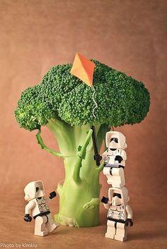 - Star Wars Stormtroopers - Ideas of Star Wars Stormtroopers - Lego storm trooper Lego Stormtrooper, Starwars Lego, Clone Wars, Lego Star Wars, Star Trek, Lego Poster, Aniversario Star Wars, Construction Lego, Lego Mosaic