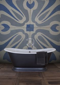 Our famous Galleon with its classic free-standing bath design and shape gets an… Bath Ideas, Bathroom Ideas, Cast Iron Bath, Bath Paint, Roll Top Bath, Freestanding Bath, Feature Walls, Loft Ideas