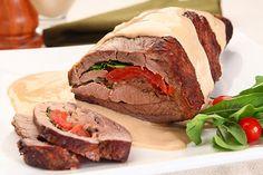 Carne recheada com rúcula e tomate