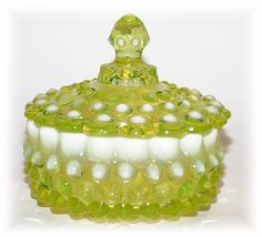 Fenton vaseline glass hobnail dish w/lid Fenton Milk Glass, Fenton Glassware, Antique Glassware, Fancy Dishes, Vintage Dishes, Cut Glass, Glass Art, Vaseline Glass, Carnival Glass
