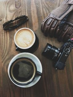 a day with the camera - breaking with coffee. photography inside the cafe.