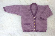 Babytrøje med bygkornsmønster og kontrastborter