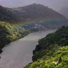 Depois de tantas curvas ...#aliançadedeus #arcoiris #douro #resende #natureza #descobrirportugal #desbravando #friendstrip #ferias #riodouro #rotadascerejas by luciane_vieira_