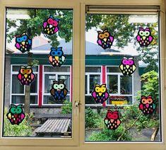 Vrolijke uilen voor op het raam   Juf Joycella Activities For Boys, Ramen, Wreaths, Halloween, Winter, Home Decor, Education, Deco, Winter Time