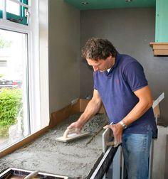 Koak Design keuken met betonnen aanrecht blad, Ikea kastjes en eiken frontjes - video op koakdesign.nl. Kan ook van lichtgewicht beton, Beton cire, worden gemaakt.
