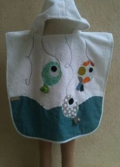 Sewing Baby Towel Gifts New Ideas Couture Bb, Couture Sewing, Sewing Projects For Kids, Sewing For Kids, Recycle Old Clothes, Sewing Baby Clothes, Hooded Bath Towels, Baby Towel, Baby Bibs