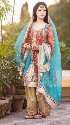 Fancy Short Frocks with Capri in Lawn 2019 Pakistani Mehndi Dress, Pakistani Fashion Party Wear, Pakistani Formal Dresses, Pakistani Wedding Outfits, Pakistani Dress Design, Pakistani Wedding Dresses, Indian Fashion, Frock Fashion, Fashion Dresses