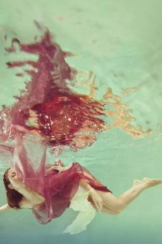 Los Angeles-based photographer, Mallory Morrison, has been honing her skills in underwater photography for the past few years and continues to experiment with n Urban Fashion Photography, Dslr Photography, Underwater Photography, Artistic Photography, Light Photography, Photography Ideas, Figure Photography, Under The Water, Under The Sea