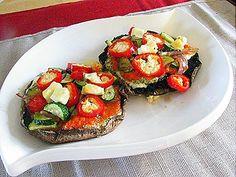 Petites tartines au Kiri au chèvre doux, tomates, champignons et autres douceurs ! Une recette facile et délicieuse ! #kiri #recette #tartine #gourmand #champignon #fromage #tomate
