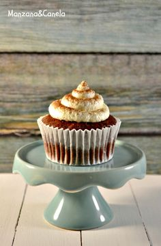 Manzana&Canela: Cupcakes veganos de cacao y coco Gluten Free Deserts, Healthy Desserts, Healthy Food, Sweet Recipes, Vegan Recipes, Vegan Chocolate Cupcakes, Cacao, Going Vegan, Bakery