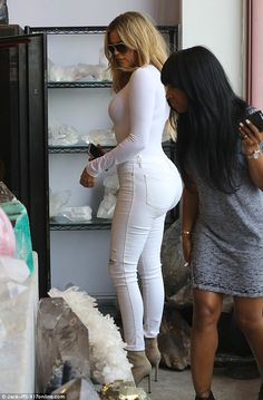 Khloe Kardashian shops for crystals in skin-tight bodysuit and jeans Khloe Kardashian Dress, Curvy Celebrities, Celebs, Sexy Outfits, Girl Outfits, Bodysuit And Jeans, Skin Tight, Star Fashion, Women's Fashion