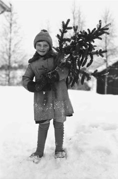 These nostalgic vintage Christmas photos, found in the Norwegian Digital Museum, illustrates what Scandinavian Christmas traditions are all about: A joyous time for family and lots of excitement for the children.