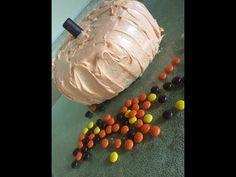 Karoline nous partage ses inspirations pour la fête de l'Halloween. Dessert, Entrees, Pumpkin Shaped Cake, Food Recipes, Postres, Deserts, Appetizers, Desserts, Main Dishes