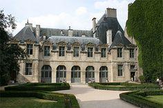 Hôtel de Sully, in the heart of the Marais www.girlsguidetoparis.com