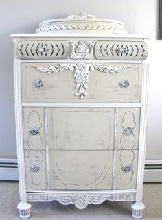 Annie Sloan Chalk Paint™ tall dresser The colors used were Old White and Country Grey. Shabby Chic Dresser, Furniture, Furniture Makeover, Diy Furniture, Shabby Chic Furniture Painting, Painted Furniture, Vintage Furniture, Redo Furniture, Refinishing Furniture