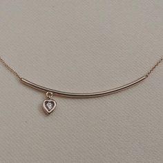 #kırmızıaltın #hediyelik #hediye #sürpriz #kalp #kalpkolye #pırlanta #pırlantakolye #aşk #altın #kırmızıaltın #sevgili #sevgiliyehediye #18k #design #tasarım #minimal #mücevher #diamond #diamondpendant #love #heart #diamondheart #design #love #brilliant