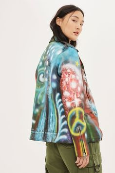 Opt for a totally unique look with this unique leather jacket. In a biker style, it comes with colourful graffiti-spray print and a quilted lining. Specialist leather clean only. Tomboy Fashion, 90s Fashion, Boho Fashion, Womens Fashion, Cafe Racer Girl, Older Models, Topshop Outfit, Kimono Top, Motorbikes