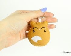 Items similar to Cat keychain, crazy cat lady gift, cat keyring felt bag accessory, kitty stuffed animal, cat lover gift for mom pet keychain gift under 20 on Etsy Fleece Crafts, Felt Crafts Diy, Fairy Crafts, Felt Diy, Handmade Felt, Cat Gifts, Cat Lover Gifts, Alpaca Gifts, Felt Keychain