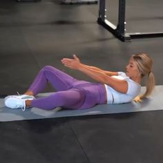 🔥 ab workout for you to try! The last exercise absolutely KILLS me every time 😂😩😭 definitely worth trying though! Bicycle Crunches Side Taps and Ups Tip of the Day! Fitness Workout For Women, Fitness Workouts, Fitness Tips, Fitness Models, Fitness Men, Female Fitness, Back Workout Women, Fitness Style, Fitness Design