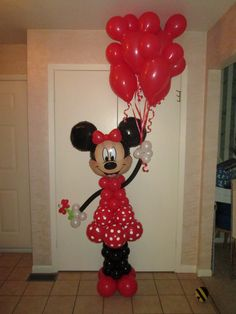Hello Minnie Mouse in vibrant red!  This balloon sculpture is holding a bouquet…