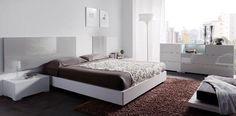 Dormitorio en tonos grises y blancos