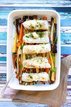 Den här torskryggen är så otroligt god i all sin enkelhet! Rostade grönsaker och ett citrondoftande pepparrotssmör är allt du behöver till den här superrätten. #torskrygg #torsk #grönsaker #pepparrot #smör #glutenfri Fish And Seafood, Foodies, Sandwiches, Tacos, Ethnic Recipes, Drinks, Drinking, Beverages, Drink