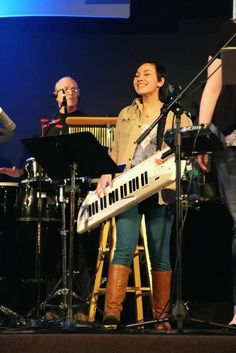 Doing some worshipping with that keytar! :)