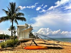 Lifeguard stand on Fort Lauderdale Beach. You're in good sands here! Courtesy @isabellestravel