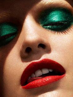 Emerald eye makeup!