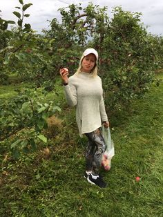 Apple picking Chilly this morning 🍎