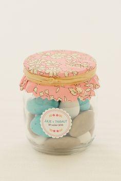 ♥ Pinterest : Mutine Lolita ♥ #DRAGÉES. Pots à dragées avec petite étiquette personnalisée.