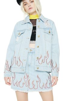 Wildfire Distressed Denim Jacket wants to set it ablaze, babe. This denim jacket features distressed details with flame designed embellishments and metal button closure.