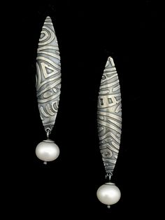 Etched Pattern White Pearl Earring
