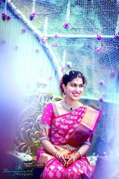 beautiful saree n bride too Indian Bridal Sarees, Bridal Silk Saree, Indian Bridal Wear, Indian Beauty Saree, Saree Wedding, Wedding Bride, South Indian Weddings, South Indian Bride, Wedding Looks
