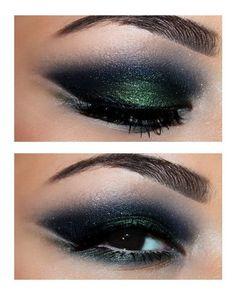 Dark green smokey eye