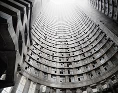 02_Press-Image-l-DBPP15-l-Mikhael-Subotzky-Patrick-Waterhouse-l-Looking-up-the-Core-Ponte-City-Johannesburg-2008.jpg (3543×2819)