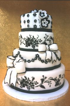 Black+&+White+Wedding+-+Black+and+White+color+scheme+with+flowers,+stencil+art,+bows+and+flowers