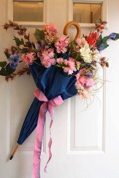 Gorgeous Spring Wreath Decor Idea For Your House 07 Wreath Crafts, Diy Wreath, Door Wreaths, Wreath Ideas, Couronne Diy, Umbrella Wreath, Deco Nature, Deco Floral, Front Door Decor