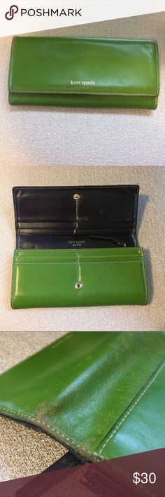 ✨SALE✨ Kate Spade Wallet In GUC. Needs a little touch up! Could be a cool DIY project to mess with leather dyes. Great quality. Needs a new home 💚 Reasonable offers considered! kate spade Bags Wallets