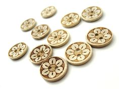 Coconut Shell Button 15mm - Daisy Flower