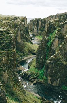 29 Amazing Places To Visit On A Vacation To Iceland Places to travel 2019 Don't miss this spot traveling in Iceland – Fjaðrárgljúfur canyon! Nature Photography, Travel Photography, Landscape Photography, Iceland Travel, Iceland Road Trip, Maui Travel, Adventure Is Out There, Nature Pictures, Wonderful Places