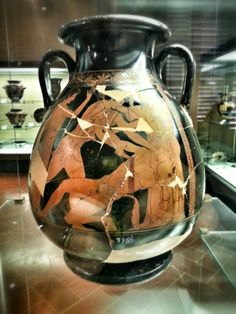 Pelike (contenitore per l'olio) attica a figure rosse con Teseo e il Minotauro. Pittore di Berlino, 490 a.C. Firenze, Museo Archeologico Nazionale
