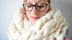 [DIY] Un Snood tricoté avec les bras avec la Waouh Wool de Bergère de France
