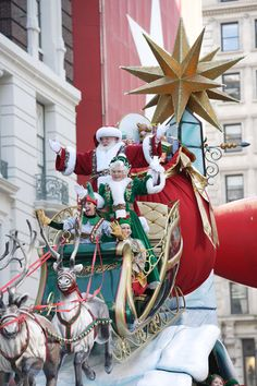 Would love to be there in person one year!!! Macy's Thanksgiving Day Parade, my favorite part is Santa!!!!!!!!!!!