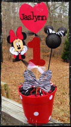 Minnie Mouse centerpiece by RaeofSunshinedesign on Etsy, $28.00