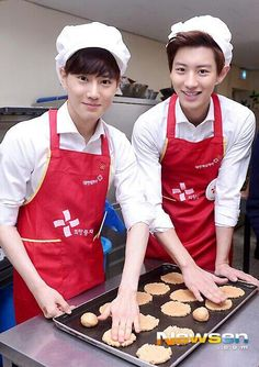 suho & chanyeol....I don't care what they are making but if they're looking all cute dressed like that I will eat it xD