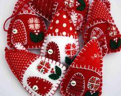 Felt décorations de Noël, trois rouges et blanches des maisons de patchwork, feutre à la main ornements, ornements scandinaves, décor de vacances, cadeau Saint-Valentin